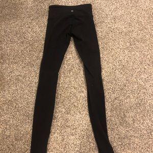 Lulu Lemon WonderUnder pant (tiny hole right knee)